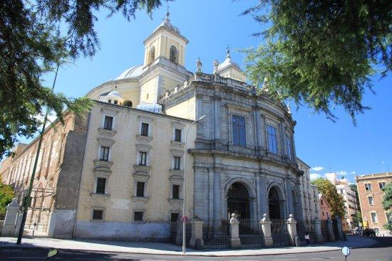 Real Basílica de San Francisco el Grande: outside