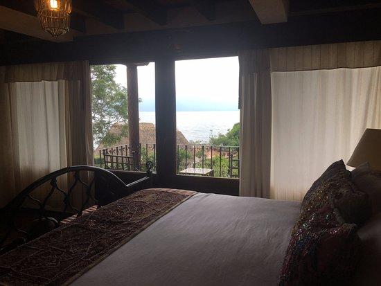 Hotel Atitlan: vista desde la habitación !! al jardin y al lago!!