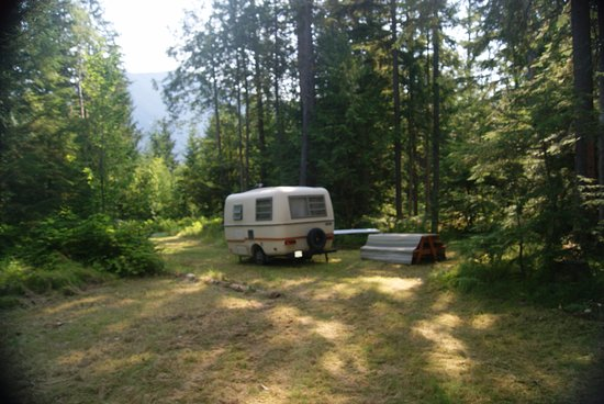 Nakusp, Canada: Large double campsite can fit 2-4 RV's or group tenting