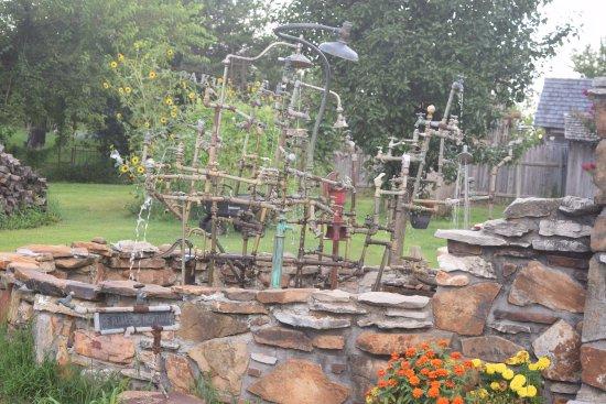 Carthage, MO: Red Oak II - Lowell David sculpture