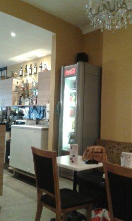 Glenelg, Australien: H & A Coffee House inside