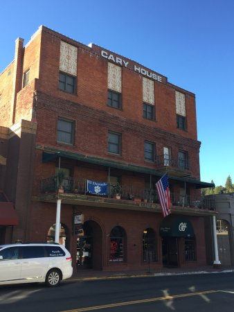 Placerville, CA: We loved the balcony so much, our next room is a balcony suite!