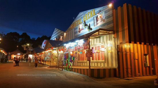 A'Famosa Cowboy Town: Night scene at cowboy town