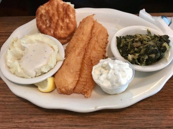 Niceville, Φλόριντα: Fried White Fish, sides: mashed potatoes with white gravy, turnip greens and biscuit
