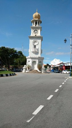 Jubilee Clock Tower : Menara Jam diambil dari sisi Jalan Pantai