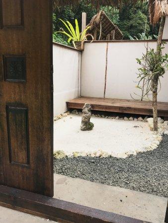 Airai, Palaos: patio of the deluxe bungalow