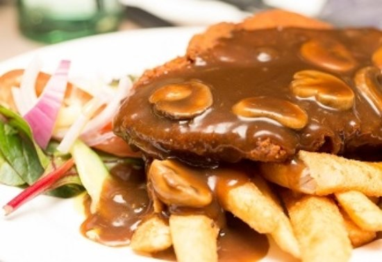 Wentworth Falls, Австралия: One of our $10 Members Meals | Chicken Schnitzel with chips & salad or vegies & gravy / sauce