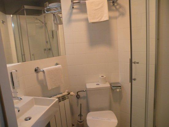 Perla Hotel: bagno