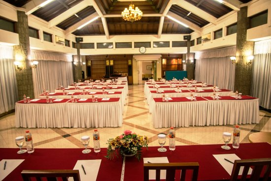 grand orchid hotel solo lavender function room setting round table 80 pax - U Shape Hotel Decoration