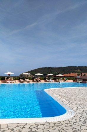 Hotel del golfo bewertungen fotos preisvergleich elba procchio - Piscina con acqua salata ...