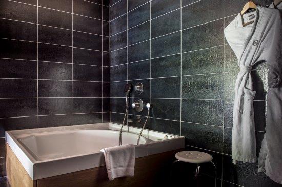 Relais & Chateaux Flocons de Sel: Salle de bain chambre Supérieure