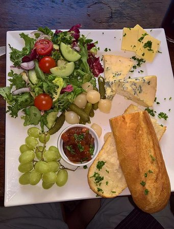 Crewkerne, UK: Ploughman's is to be reccommended