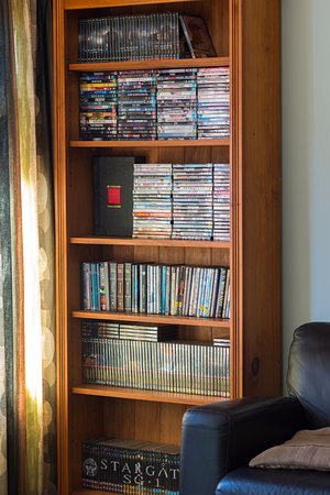 Eden's Edge Lodge: DVDs in the TV lounge