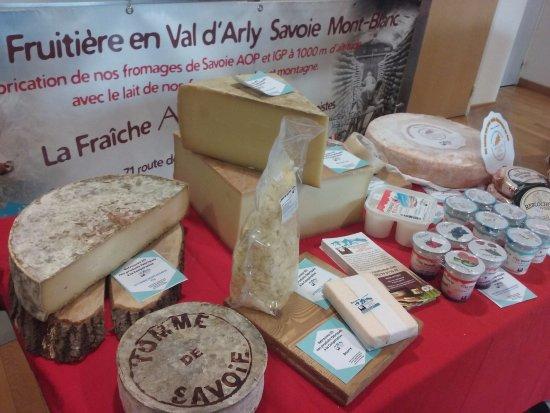 Nos fromages et produits laitiers fabriqués dans nos ateliers à Flumet