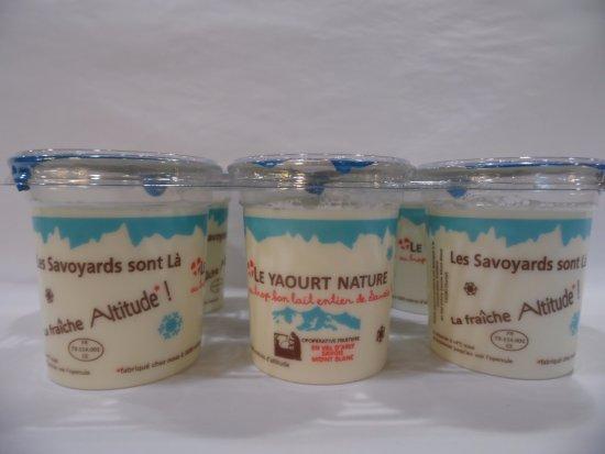 """Flumet, Frankreich: Nos yaourts au lait entier """"La Fraîche Altitude"""""""