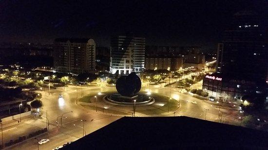 ILUNION Valencia 3: vista notturna dalla nostra camera all'11° piano