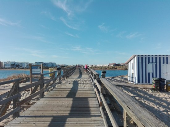 Isla Cristina, Spanien: Puente de acceso a Punta del Caiman.