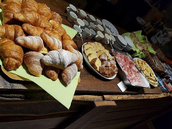Borgo Pace, Italie : colazione