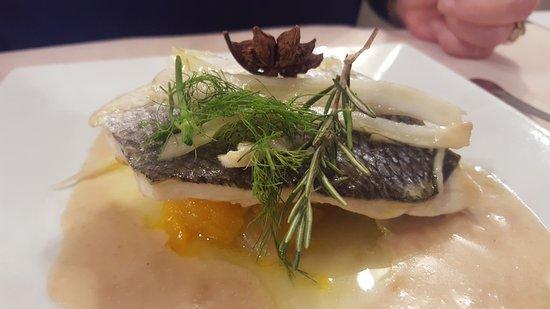 Socx, France : Filet de bar à la badiane confit de mangue et fenouil au romarin