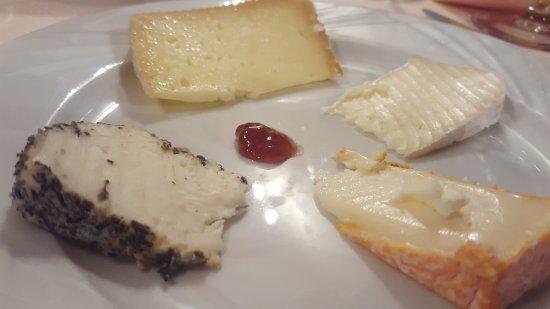 Socx, France : Assortiment de fromages Corses
