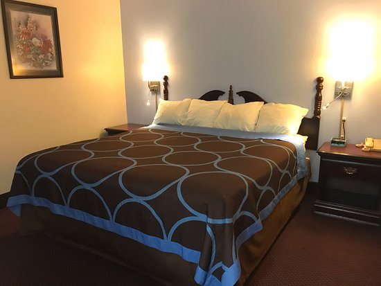 Americas Best Value Inn- Galesburg: One King Bed