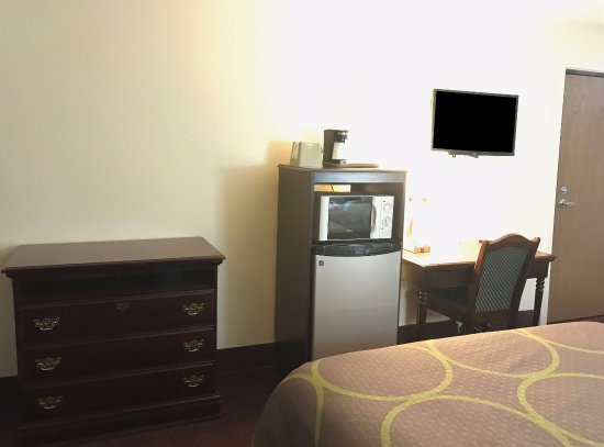 Americas Best Value Inn- Galesburg: Two Queen Beds