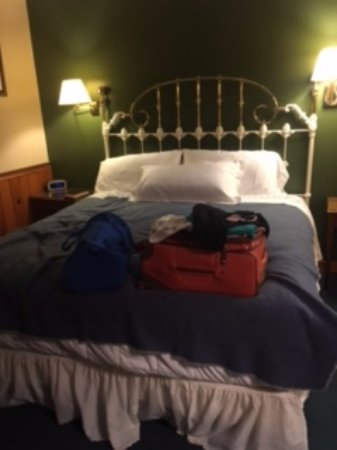 The Chandler Inn: The beds are very comfortable. Linens are white and very clean.