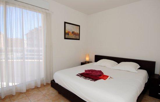Appart 39 h tel odalys les jardins d 39 elisa beausoleil for Appart hotel 2 moraira