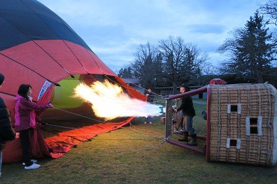 Darfield, New Zealand: Preparing the hot air balloon