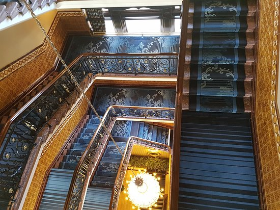 Royal Station Hotel: Looking down the stairs from my top floor