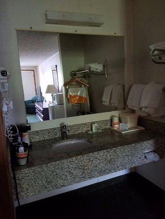 Quality Inn New River: New Vanity Area