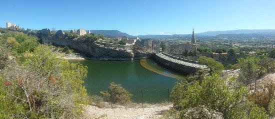 Saint-Saturnin-les-Apt, Francia: the dam behind the chateau
