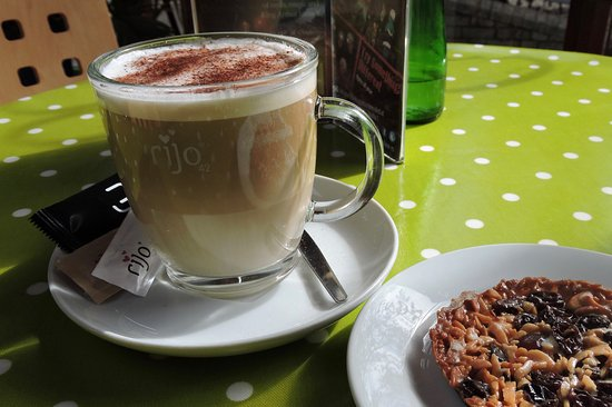 Machynlleth, UK: Enjoy freshly ground Rijo Coffee.