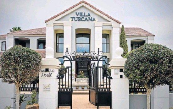 Villa Tuscana by Mantis: Lovely Italian Tuscana style!