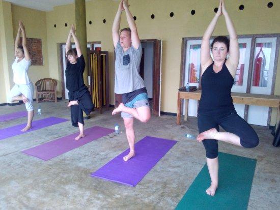 Pitiwella, Sri Lanka: Yoga on the beach front
