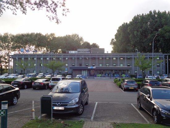 Ibis Budget Amsterdam Airport : hotel en parking