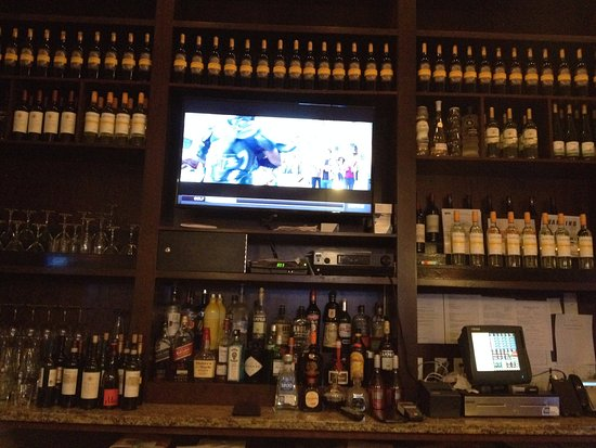 Holiday Inn NYC - Manhattan 6th Avenue - Chelsea: TVs good to watch sport or news while having a drink.