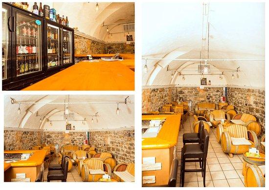Buelach, Suisse : Kleiner Rundgang der Bar .. so sieht Theke, Kühler mit Bier und der Raum aus