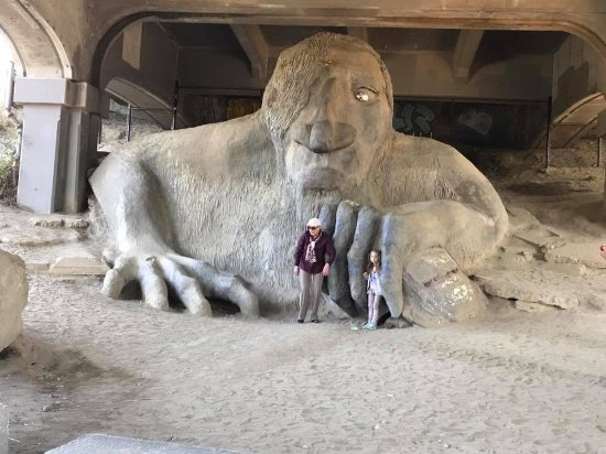 Totally Seattle Tours : Fremont bridge troll