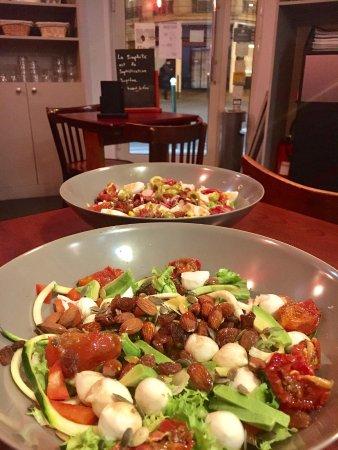 The Little Cafe: 2 salades copieuses et délicieuses !