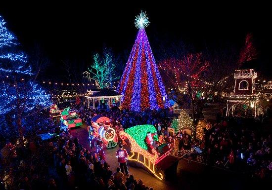 Branson, MO: Christmas Parade at Silver Dollar City