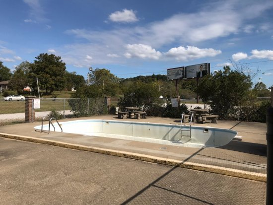 Midwest Inn: In Season there is a Outdoor Pool