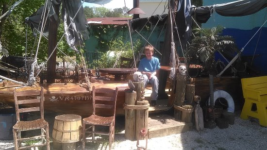 Callao, เวอร์จิเนีย: A very cool pirate themed sitting area.