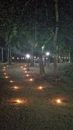Kahandamodara, Sri Lanka: letzter Abend, Weg zu Abendessen und Abschiedsparty