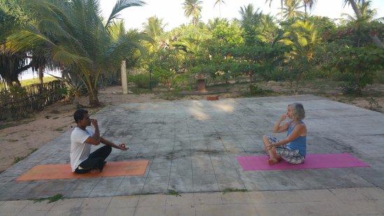 Kahandamodara, Sri Lanka: Yoga am Meer