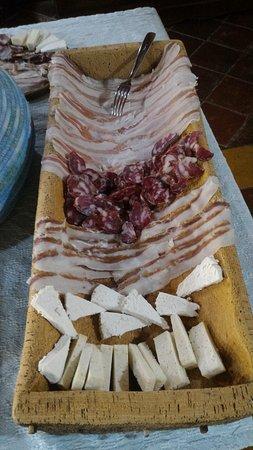 Bonorva, İtalya: Salumi misti e formaggi di capra