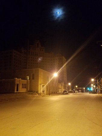 Mineral Wells, TX: Moon and the Baker Hotel