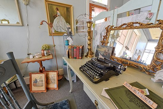Lake Mills, WI: Vintage home decor & Consignment - The Vintage Flip