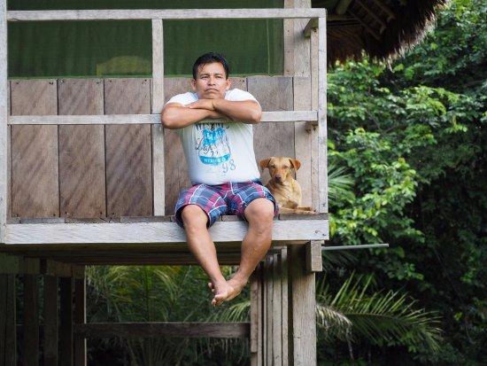 ronald the outstanding guide and translator fotografía de selva