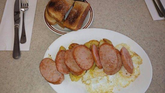 ชัตทัม, แคนาดา: Polish Sausage with 2 Eggs, Hashbrowns and Toast